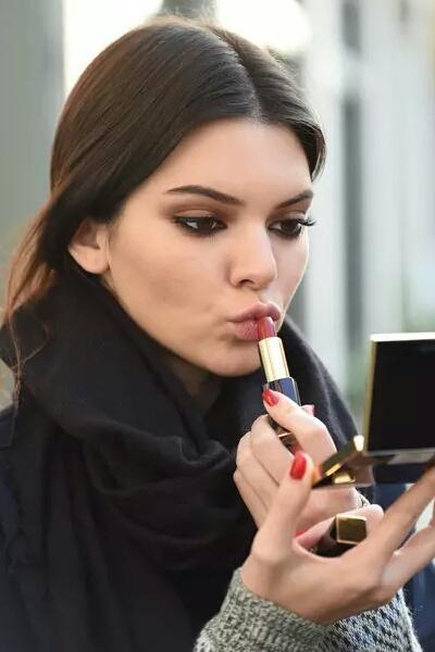 6 Lipstik Waterproof Terbaik untuk Bibir Cantik Sepanjang Hari