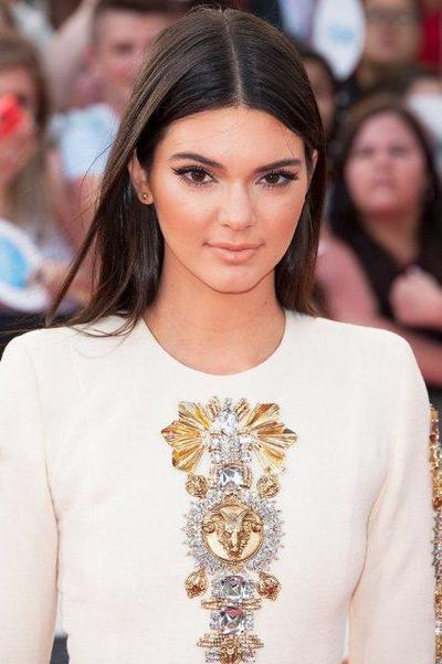 Alis line shape cocok untuk bentuk wajah oval dan bulat. Bentuk alis line  shape dapat kita lihat pada wajah cantik model Kendall Jenner. 8b4a01fb8c