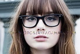 Untuk kamu yang memiliki wajah yang bulat dapat memilih frame kacamata  dengan bentuk persegi panjang dan kotak dengan bingkai memanjang dan tajam  agar ... d547121262