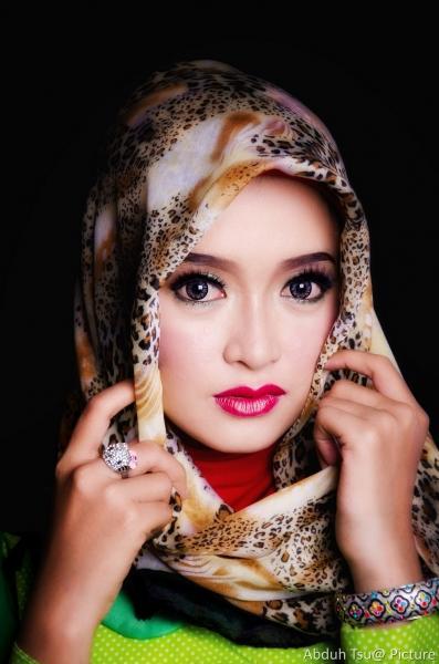 Inspirasi Warna Makeup Glamour untuk Momen Spesial