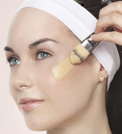 Tips Memakai Base Makeup Agar Wajah Tampak Mulus
