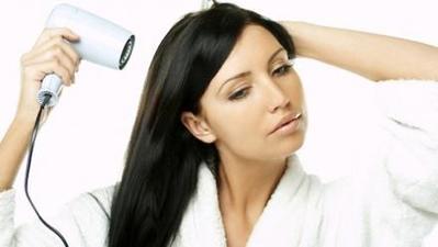 4. Pandai Memilih Suhu. Saat menge-blow rambut ... 1f21ab8f56