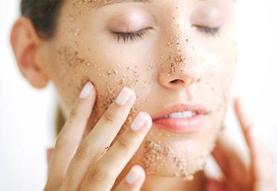 Hindari 5 Hal Ini Saat Melakukan Scrubbing Wajah