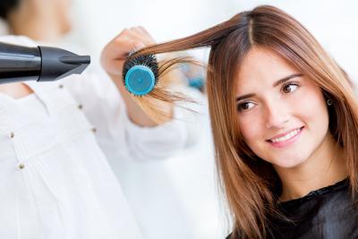 Tips Mudah Blow Rambut Sendiri di Rumah
