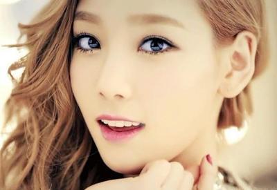 Tampil Glamor Dengan Eye Glitter Korea!