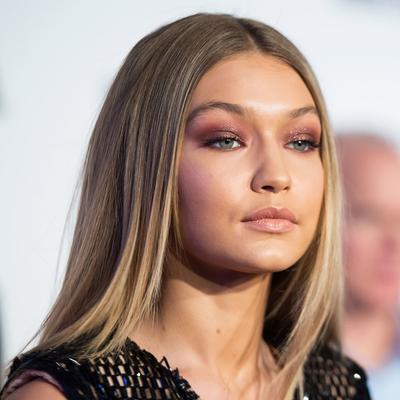 Pilihan Produk untuk Terapkan Glittery Eye Makeup dengan Mudah