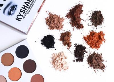 Kylie Jenner Luncurkan The Bronze Palette Kyshadow Kit