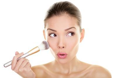 Kesalahan dalam Penggunaan Blush yang Mungkin Kamu Lakukan