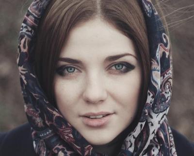 Ingin Lipstik Tahan Lama Saat Lebaran ? Lakukan Hal Sederhana Ini