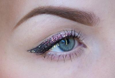 Coba Glitter Eyeliner untuk Lengkapi Party Look