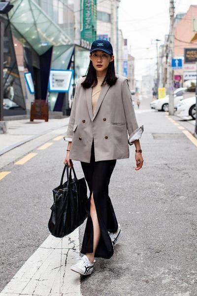 6 Fashion Item untuk Tampil Lebih Kekinian Saat di Kantor