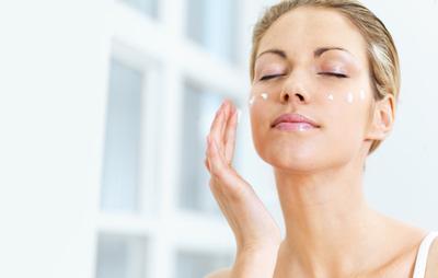 Percepat Hilangkan Flek Hitam dengan 5 Skincare Terbaik Ini!