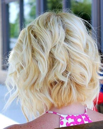 Penampilan Rambut untuk Wajah Oblong