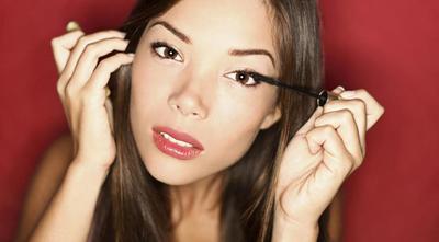 5 Hal yang Perlu Diperhatikan Agar Mascara Tak Mudah Menggumpal