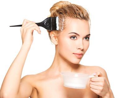 Metode Mewarnai Rambut di Rumah Ini akan Membuatmu Kaget