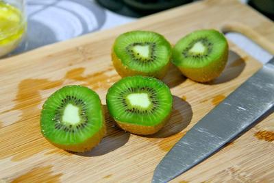 Atasi Masalah Kulit Kusam dengan Masker Kiwi