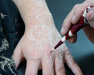 Bosan Dengan Henna Hitam White Henna Elegan Cocok Untuk Hari