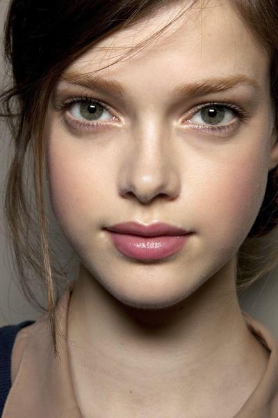 Tips Gaya Tampilan No Makeup dalam 3 Menit