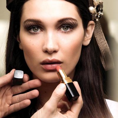 Wajah Fresh dengan Makeup ala Bella Hadid