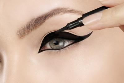 Berbagai Jenis Eyeliner Favorit Pilihan Makeup Artist