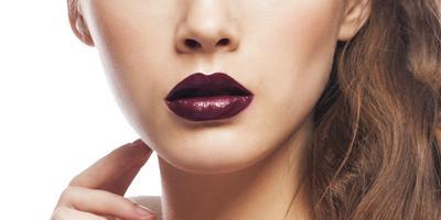 Kurang Percaya Diri dengan Bibir Hitam? Gunakan Warna Lipstik Ini
