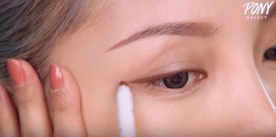 Step 6: Gunakan Eyeliner