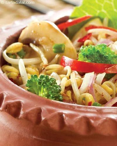 Bean Sprouts & Vegetable Salad by Tarla Dalal  ( untuk 4 Porsi )
