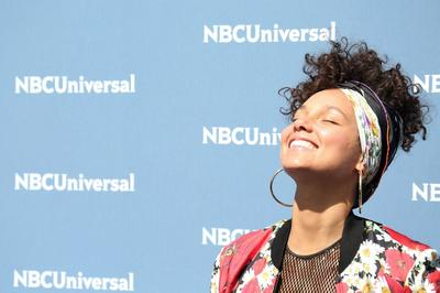 Rahasia Makeup 'Bare Face' Alicia Keys