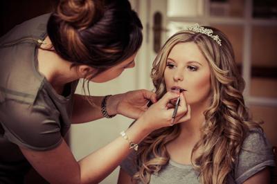 Mau Jadi Makeup Artist Professional, Ini Daftar Makeup yang Wajib Kamu Punya