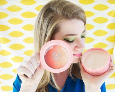 Scrub dengan Aroma Buah dari The Body Shop yang Ampuh Bersihkan Kulit
