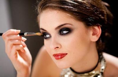 4 Tips Makeup Flawless untuk Wajah Berjerawat