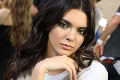 Mencegah Jerawat ala Kendall Jenner