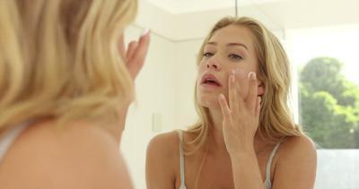 Dipijat vs Ditepuk, Manakah Metode Skincare yang Paling Tepat?
