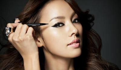 Ini Alasan Korea Punya Produk Eyeliner Terbaik Sedunia (Plus Rekomendasi Produk!)