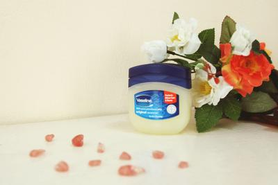 Vaseline Petroleum Jelly: The Answer for Your Free-Wrinkles Skin