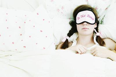 Kebiasaan Malam Sebelum Tidur yang Bisa Membebaskan Kulit Wajah dari Jerawat