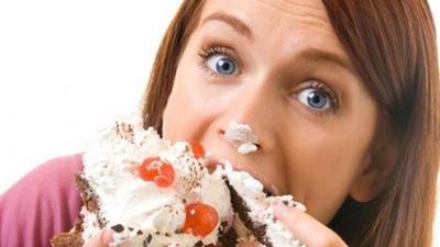 4 Jenis Makanan Yang Harus Dihindari Agar Wajah Tidak Tembem
