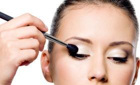 Buat Riasan Mata Lebih Tahan Lama dengan 5 Pilihan Eye Primer