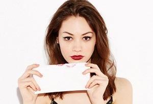 Cara Cepat Menghilangkan Lipstick yang Tahan Lama Tanpa Repot