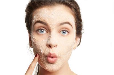 Kurang dari 30 Menit untuk Kulit Putih dan Tampak Lebih Muda dengan DIY Whitening Face Scrub