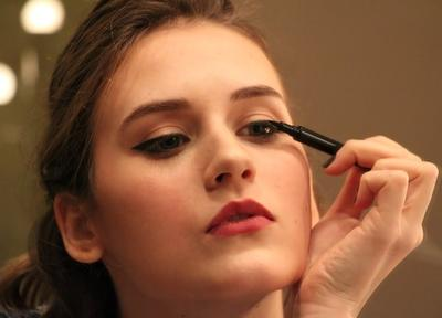 Ladies! Ini Nih Tips Menggunakan Eyeliner Agar Rapi Maksimal!