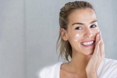 Rekomendasi Night Skincare Terbaik untuk Kulit Cantik di Pagi Hari