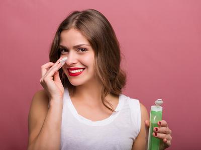 Rekomendasi 5 Toner Drugstore Bagus Untuk Merawat Kulit Berjerawatmu