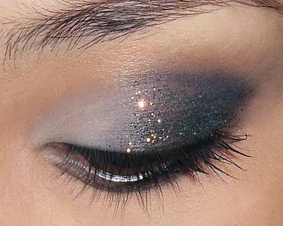 Glitzy Glitter Eye, Make-Up Mata Berkilau untuk Merayakan Pesta Spesialmu