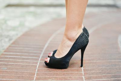 5 Cara Ampuh Memulihkan Kaki yang Sakit setelah Memakai Heels