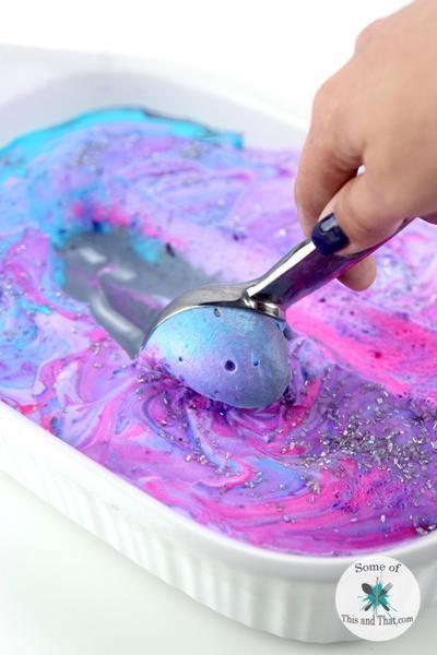 Resep Mudah Membuat Homemade Ice Cream Galaxy yang Instagrammable di Rumah