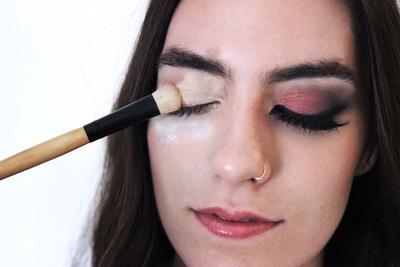 Beauty Hack! Ini Dia Kegunaan Lain Translucent Powder yang Wajib Kamu Tahu