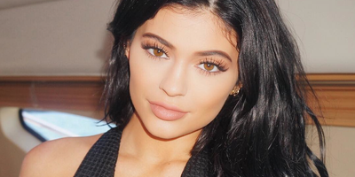 Pssstt...! Ternyata, Inilah Produk Make Up Favorit Kylie Jenner