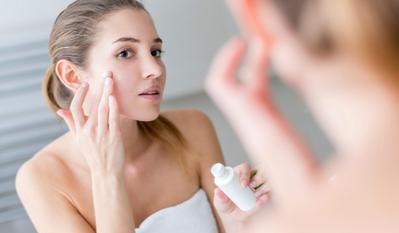 Suka Pakai Skin Care Berlapis? Ketahui Bahan Aktif yang Tidak Boleh Dipakai Bersamaan!