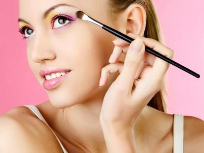 Bikin Mata Lebih Indah, Ini Dia 4 Brush Untuk Eye Make Up yang Sebaiknya Kamu Punya